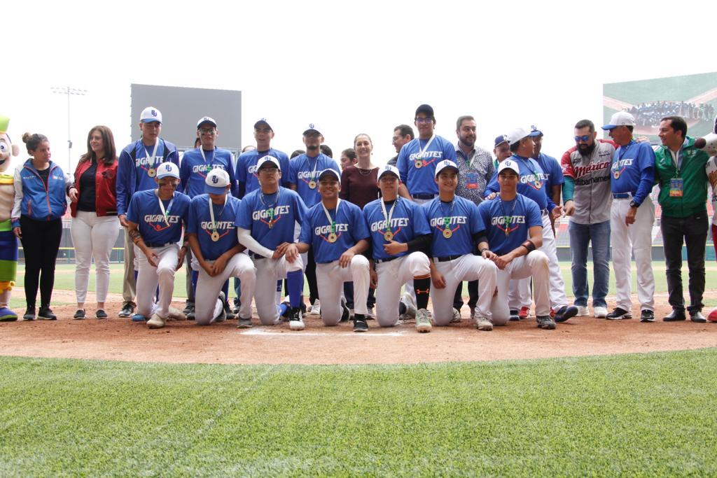 """5e3848431c649776046816 - Ciudad de México.- Jefa de Gobierno  premia a ganadores de sóftbol y béisbol de Olimpiadas Comunitarias, en el Estadio """"Alfredo Harp Helú"""""""